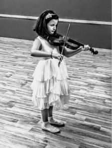 la piccola violista Ambra De Santis Play Book 2018